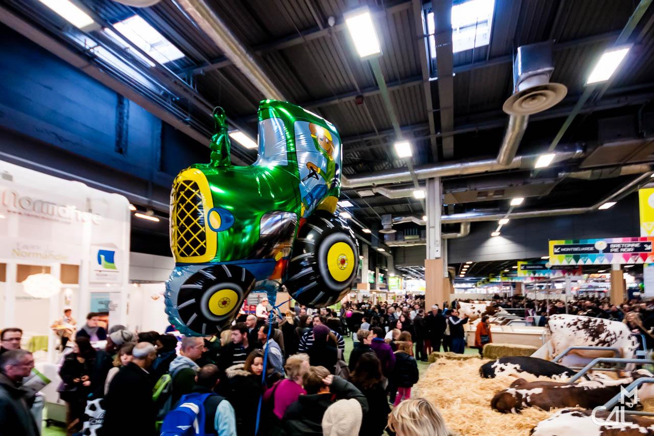 Salon de l agriculture tracteur ballon monde et for Vache salon de l agriculture