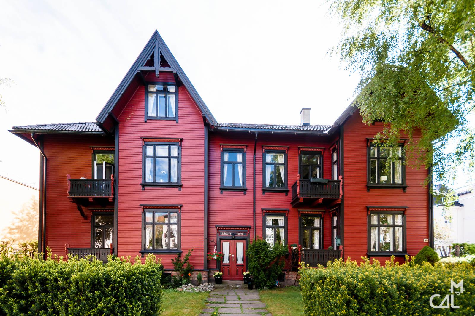 Oslo typique maison rouge en bois mon chat aime la photo for Maison typique