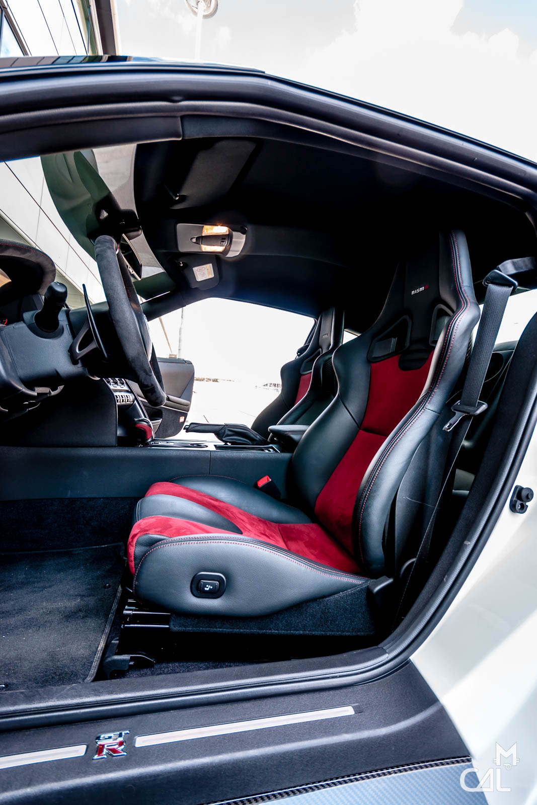 nissan gt r nismo int rieur et ses somptueux baquets carbone mon chat aime la photo. Black Bedroom Furniture Sets. Home Design Ideas