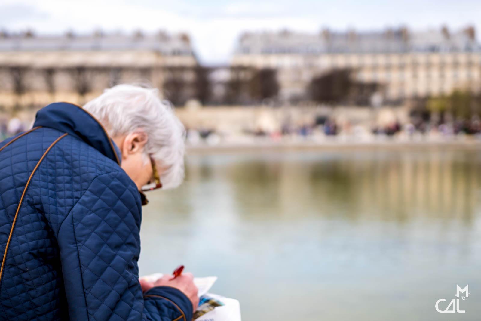 Jardin des tuileries mots crois s devant un bassin mon for Au jardin des tuileries